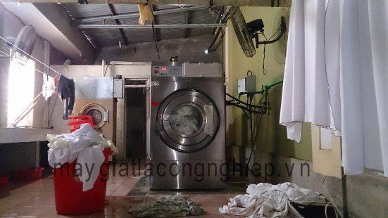 máy giặt công nghiệp bãi
