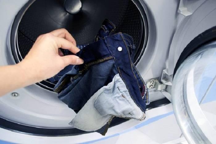 Tuyệt chiêu cách giặt quần jean không ra màu cho các ông bố bà mẹ