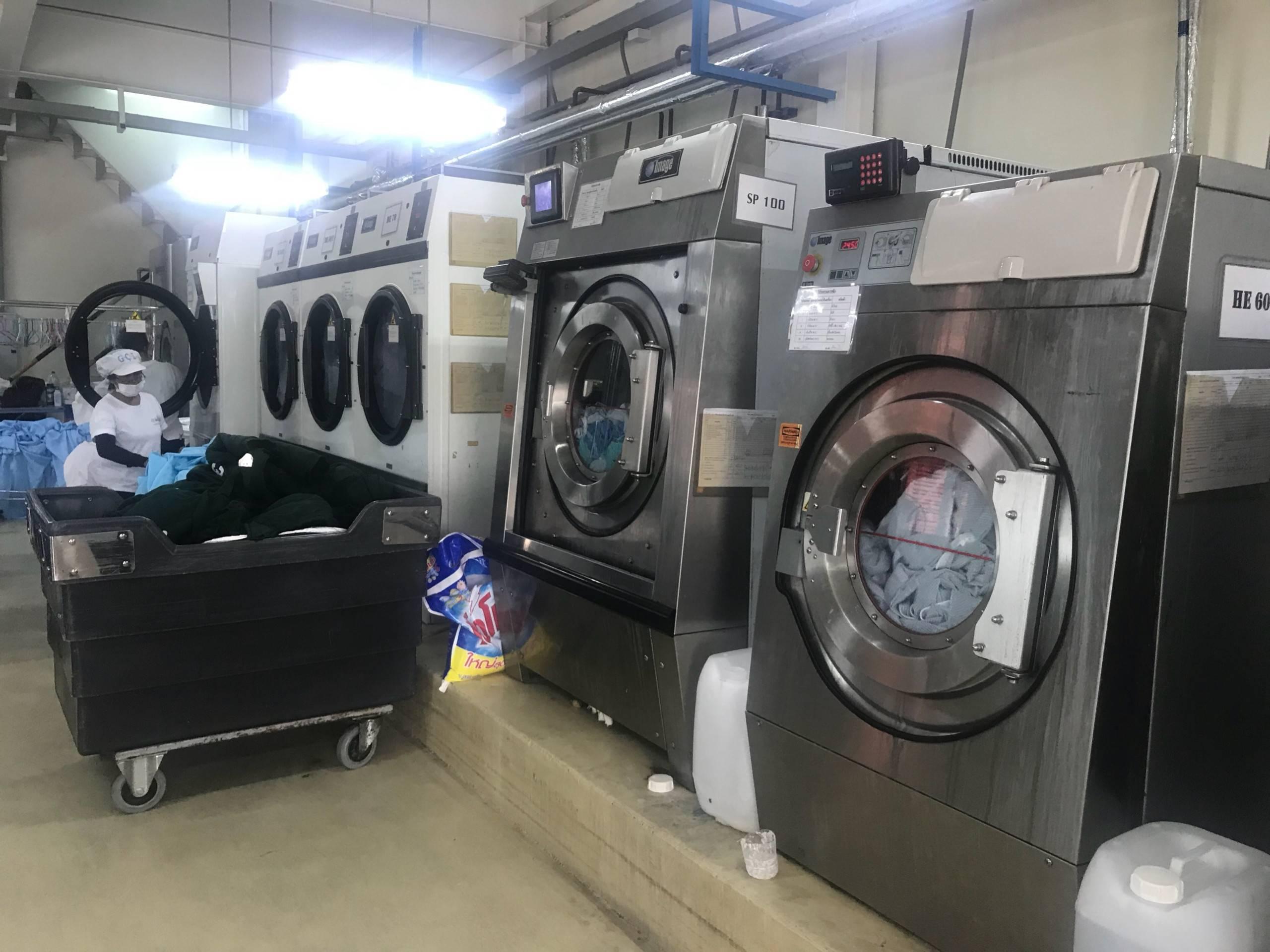 z1016081040580 5dbab3e8943dac92cc0d70e79454e22b 1 - Máy giặt công nghiệp tại Đà Nẵng - Máy giặt nhập khẩu chính hãng