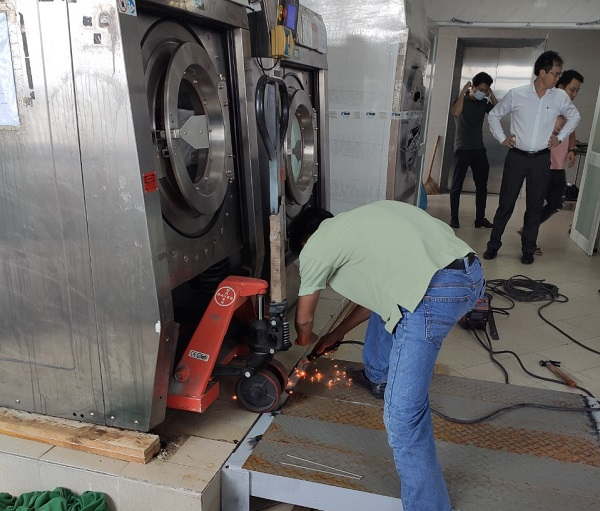 S%E1%BB%ADa ch%E1%BB%AFa m%C3%A1y gi%E1%BA%B7t c%C3%B4ng nghi%E1%BB%87p - Top 8 đơn vị sửa máy giặt công nghiệp chuyên nghiệp tại Hà Nội