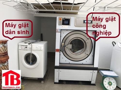 Vì sao máy giặt công nghiệp giá cao hơn nhiều máy giặt gia đình