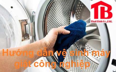 Hướng dẫn chi tiết cách vệ sinh máy giặt công nghiệp