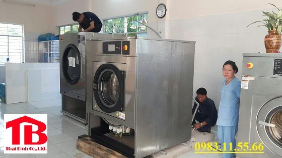 Các vấn đề khi dùng máy giặt dân sinh cho tiệm giặt là